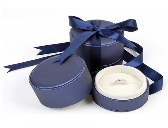 Round Box with Ribbon